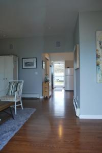 Roosevelt Living room hallway